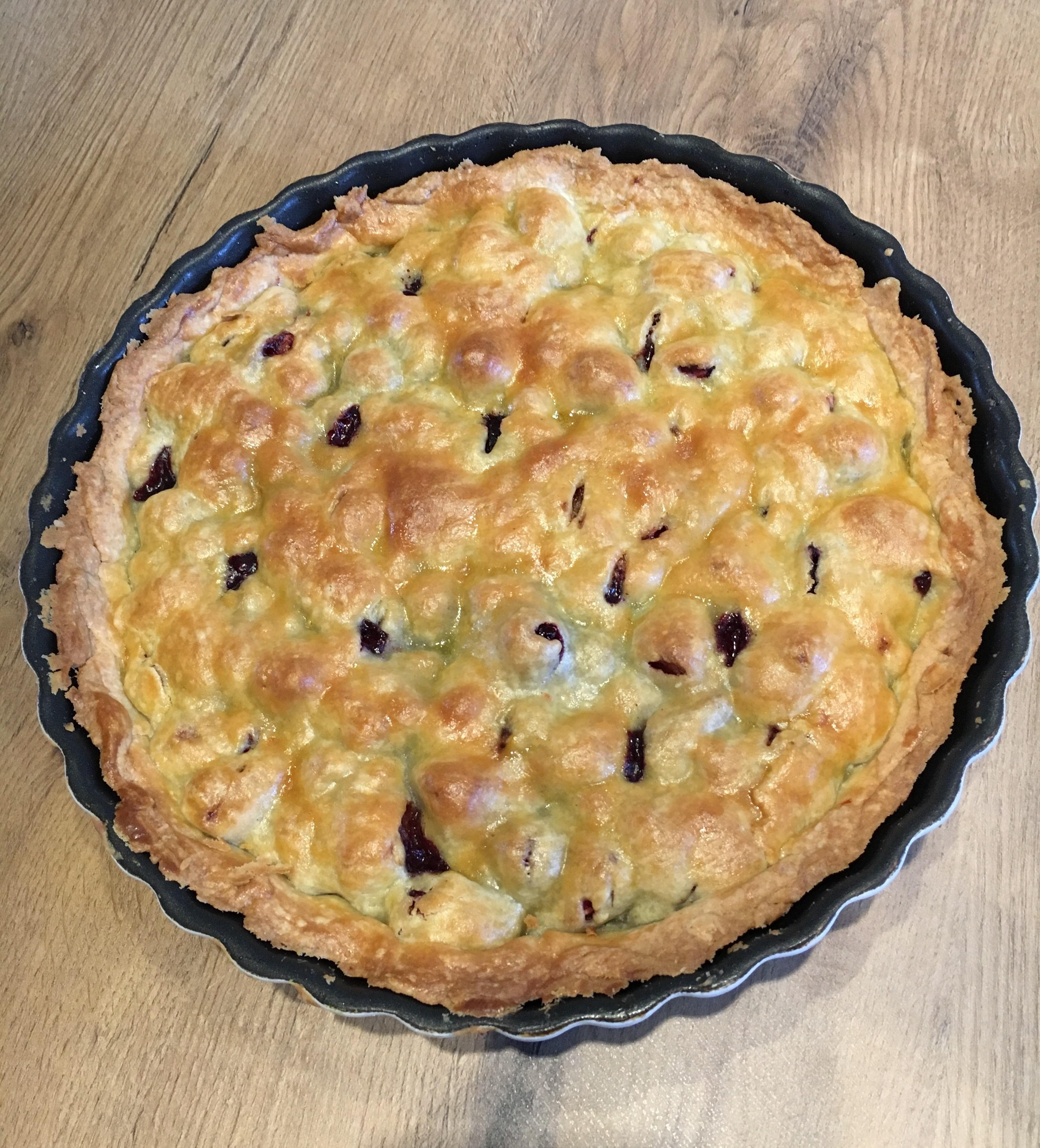 tærte med brombær, rababer og æbler