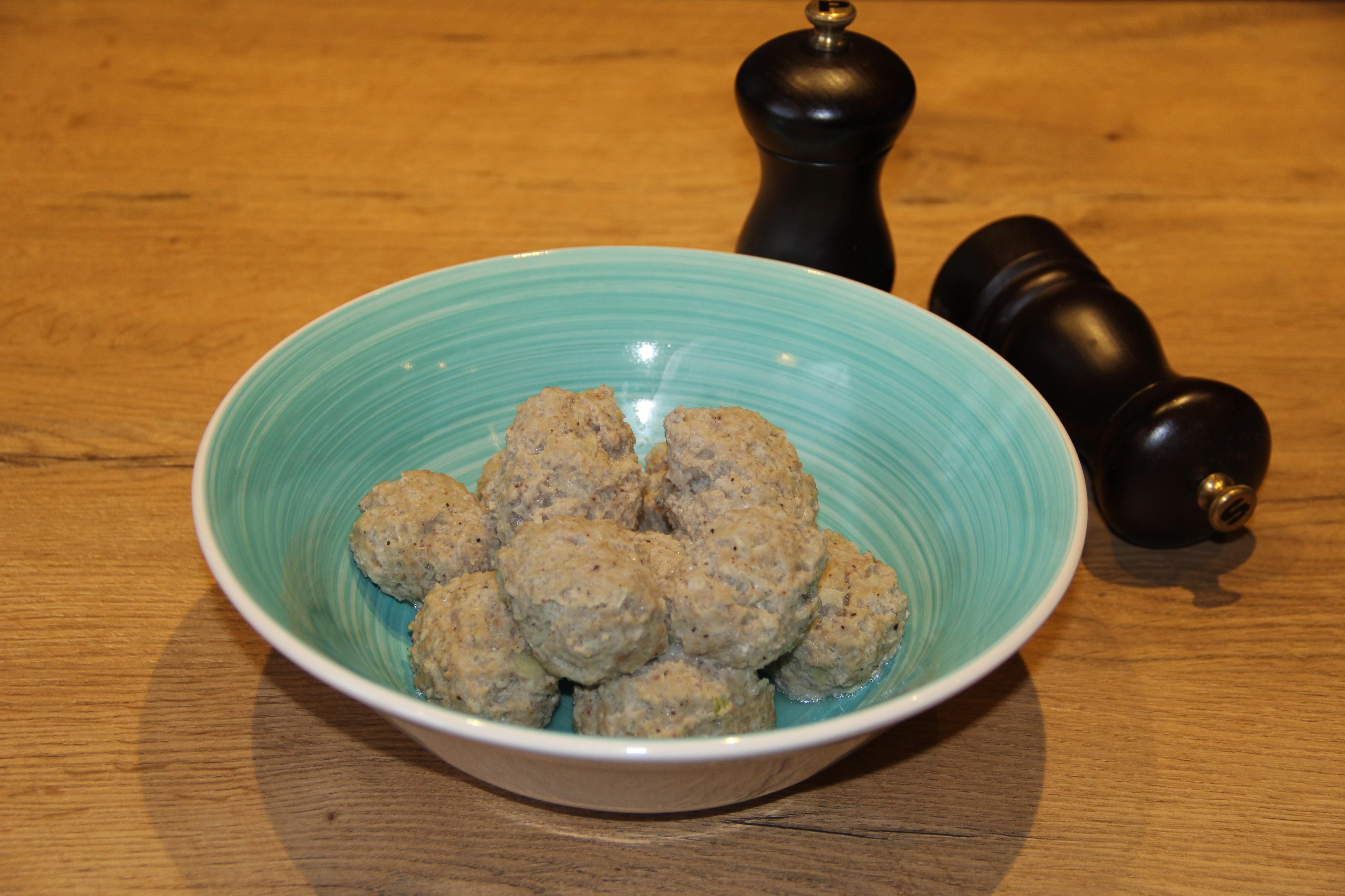 kødboller i en tallerken