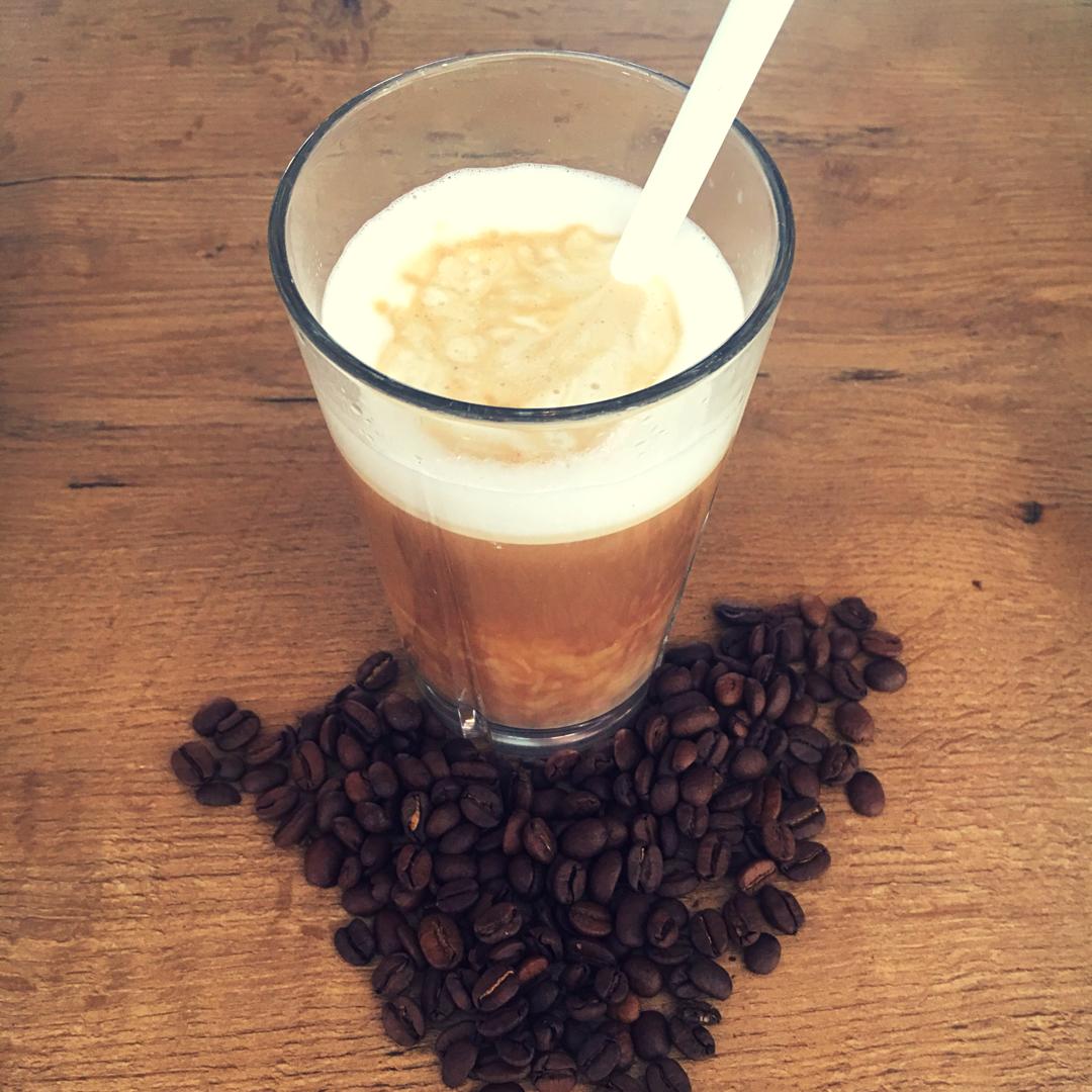 Nem hjemmelavet iskaffe i glas