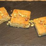 hvid brownie med pistacienødder