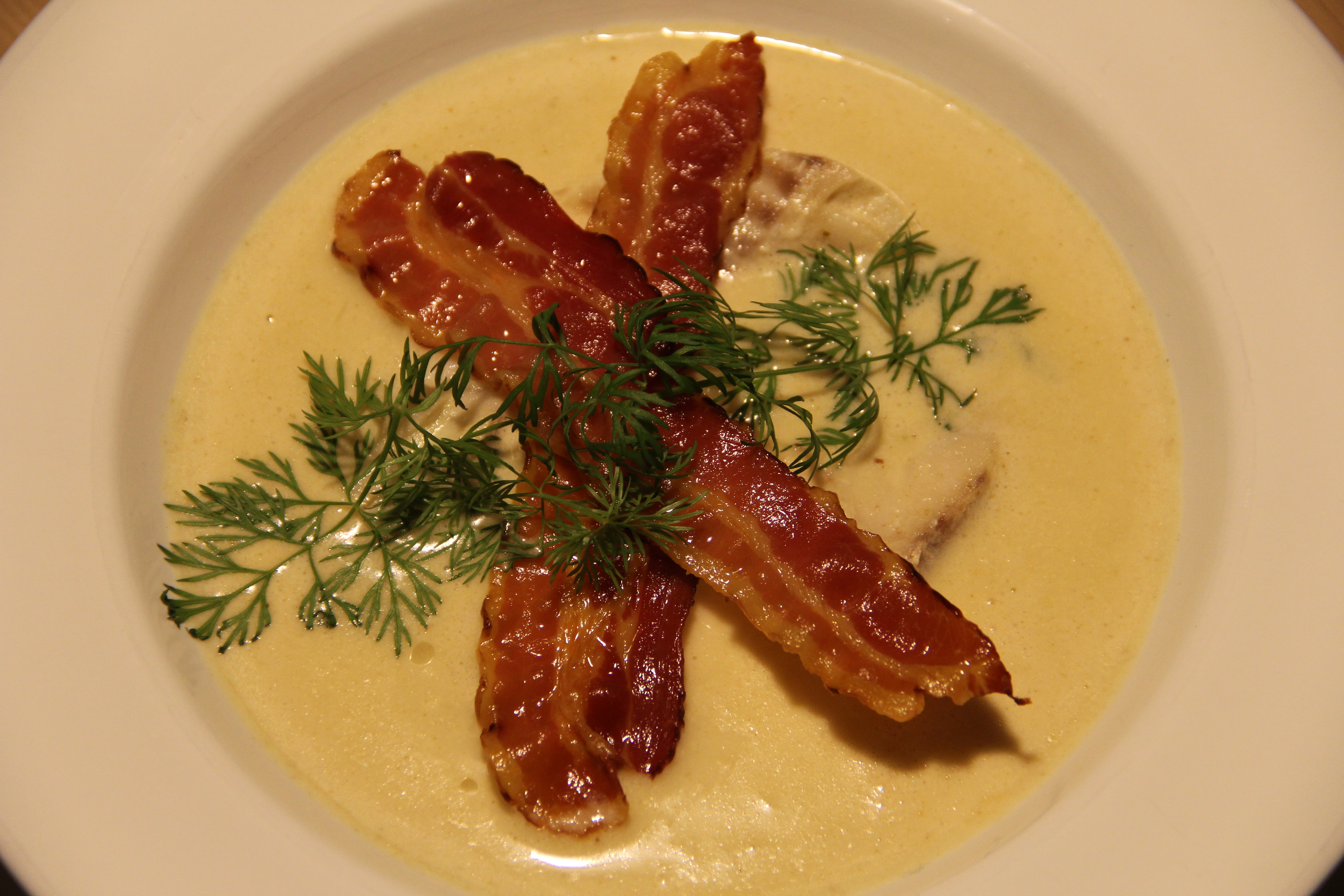 nem fiskesuppe med bacon og dild