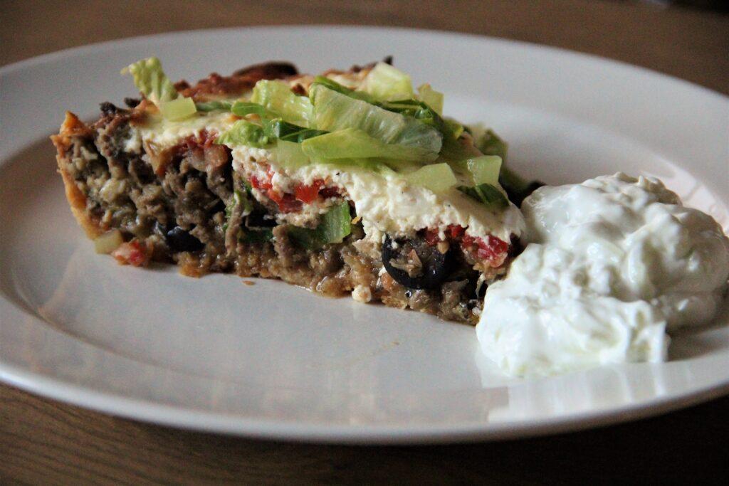 græsk inspireret oksekødstærte med tzatziki