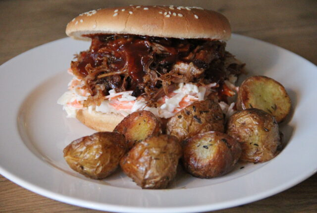 Pulled pork burger med timiankartofler
